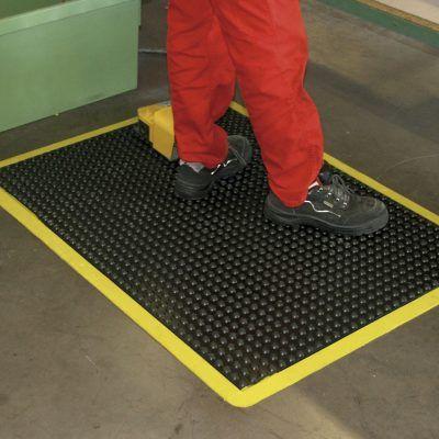 I vantaggi dell'utilizzo dei tappeti antifatica